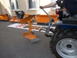 växelplog för smala traktorer som kubota iseki drp 25