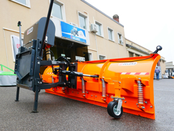 tung snöplog för traktor med universalfäste ssh 04 2 2 a