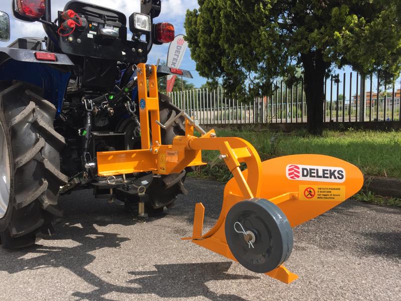enkel-plog-för-traktorer-såsom-iseki-kubota-dp-18