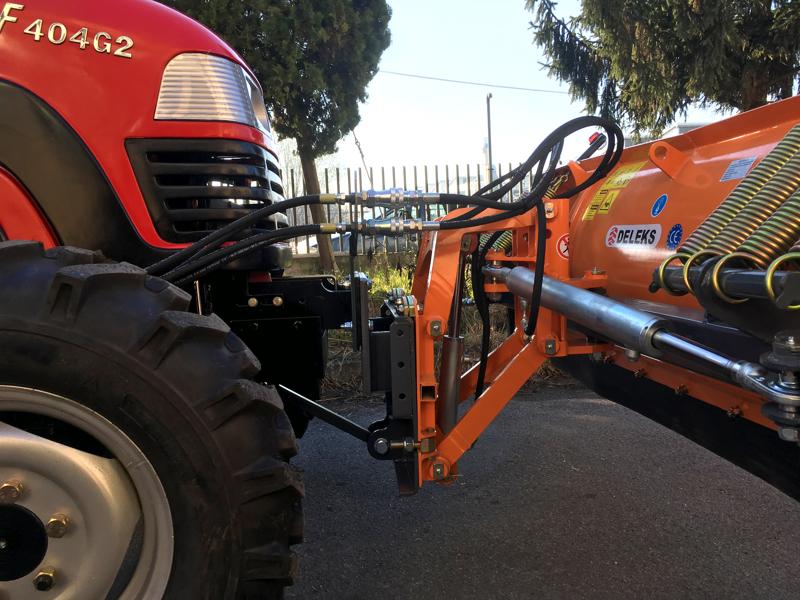 frontalt-snöblad-med-universell-platta-till-traktor-ln-220-a