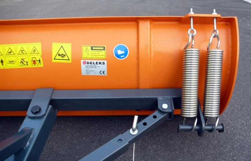 ljus-snöblad-med-3-trepunktsupphängning-till-tractor-lns-130-c