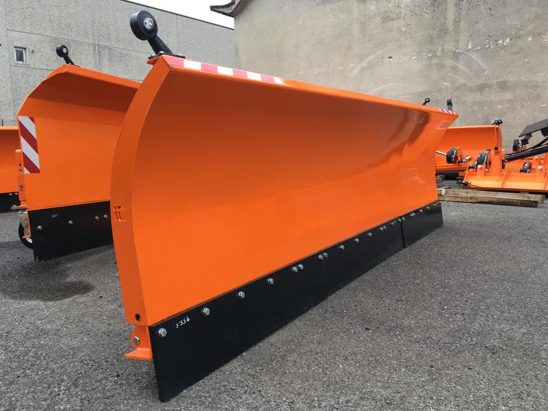 tung-snöplog-för-traktor-med-frontlastare-ssh-04-3-0-e