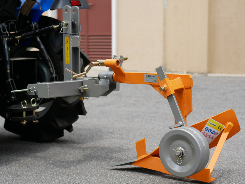 enkel-plog-för-traktor-som-kubota-eller-iseki-dp-16