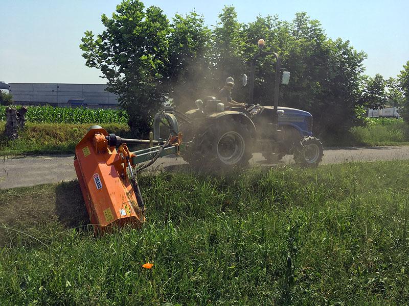 släntklippare-kantklippare-för-traktorer-deleks