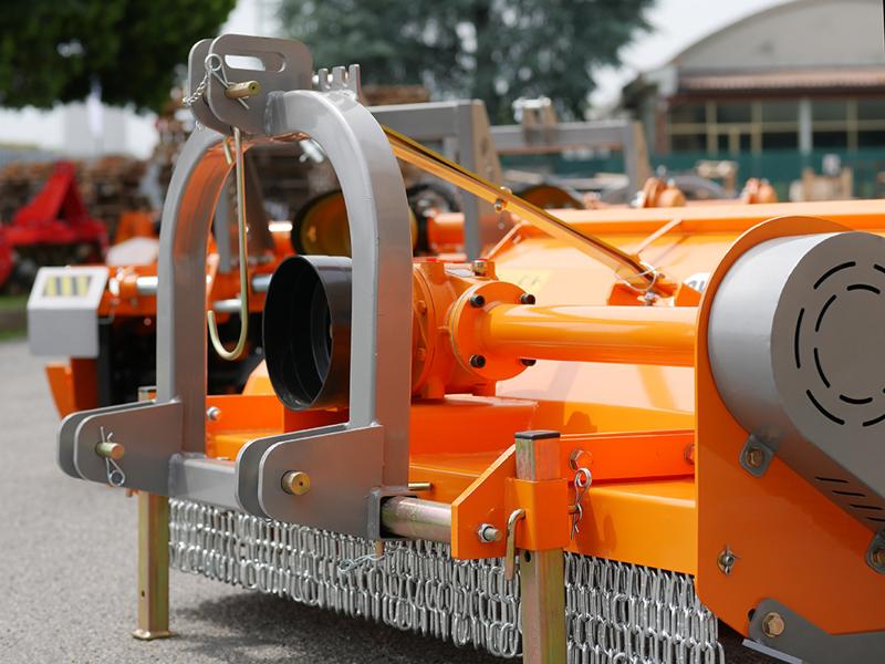 slagklippare-betesputsare-med-justerbar-sidoförskjutning-för-traktorer-med-50-90hk-tigre-180