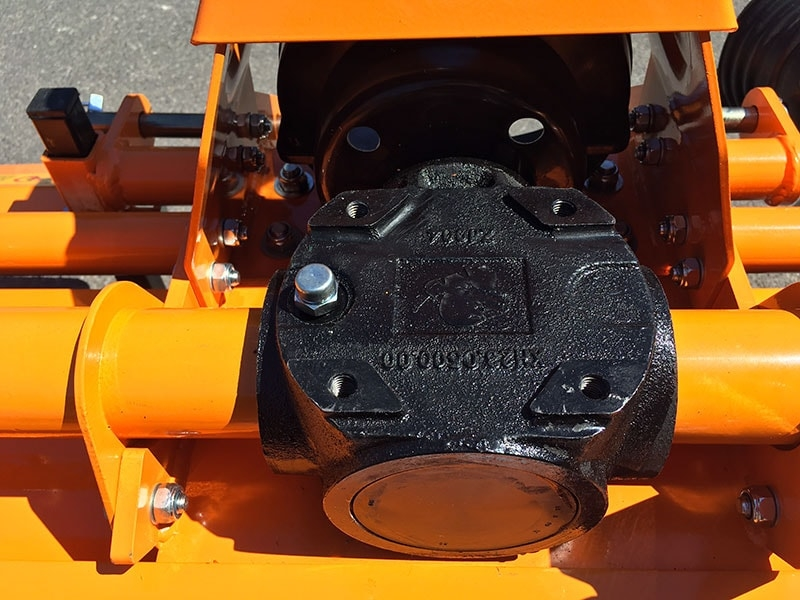 lätt-jordfräs-för-traktorer-kubota-iseki-carraro-dfl-115