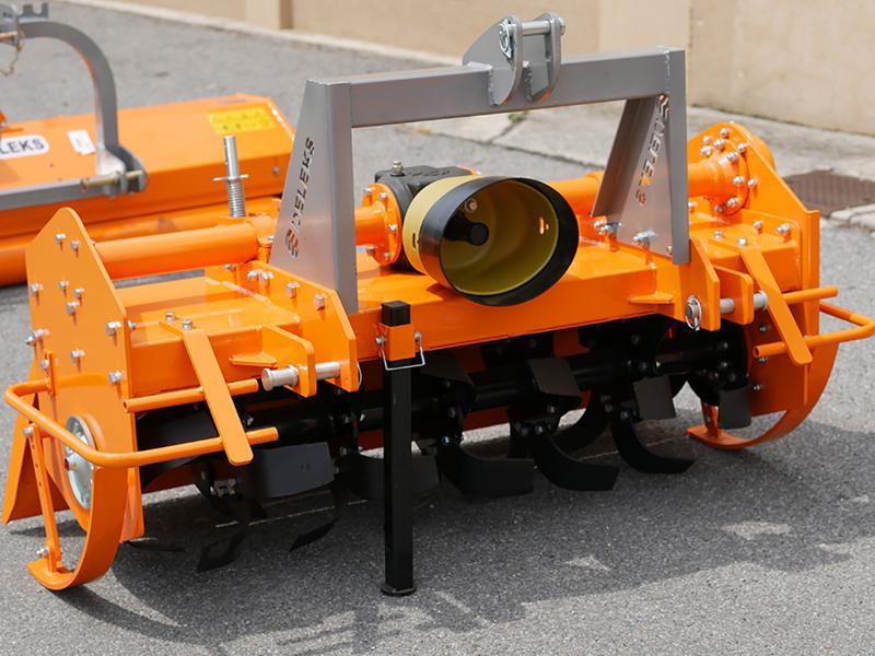 tung-jordfräs-för-traktorer-bandgående-traktorer-arbets-bredd-135cm-mod-dfh-135