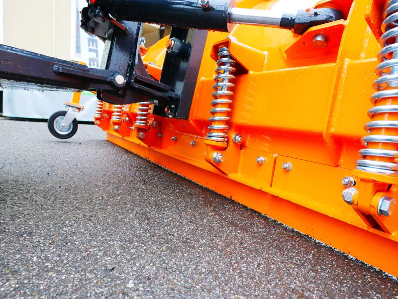 tung-snöplog-för-traktor-med-universalfäste-ssh-04-3-0-a