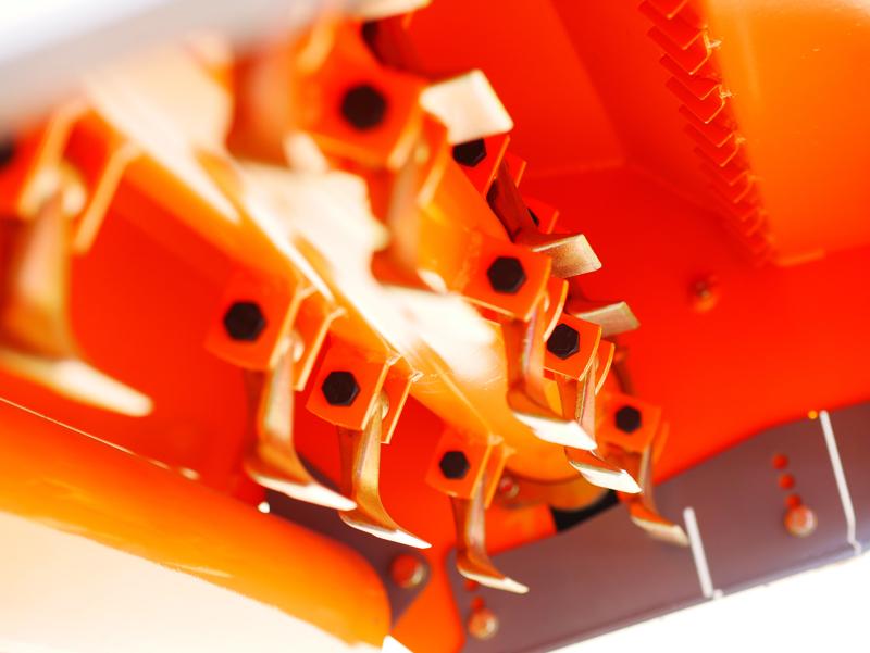 slagklippare-kompakt-betesputsare-för-traktor-med-justerbar-sidoförskjutning-til-40-90-hk-traktorer-slaghack-mod-rino-140