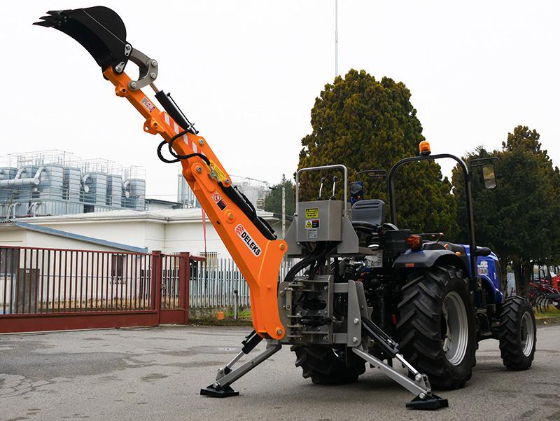 universal-bakmonterad-traktorgrävare-med-skopa-mod-dk-1950